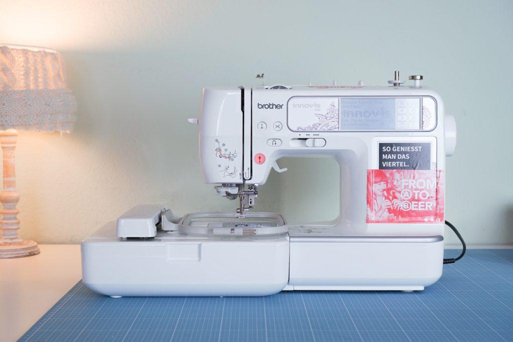 stickmaschine - makema stickdateien stickfliess stickmaschine unterfaden 19 1024x683 - Was ist eine Stickmaschine?