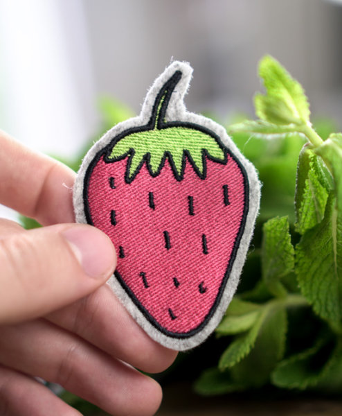 machine-embroidery-design-strawberry