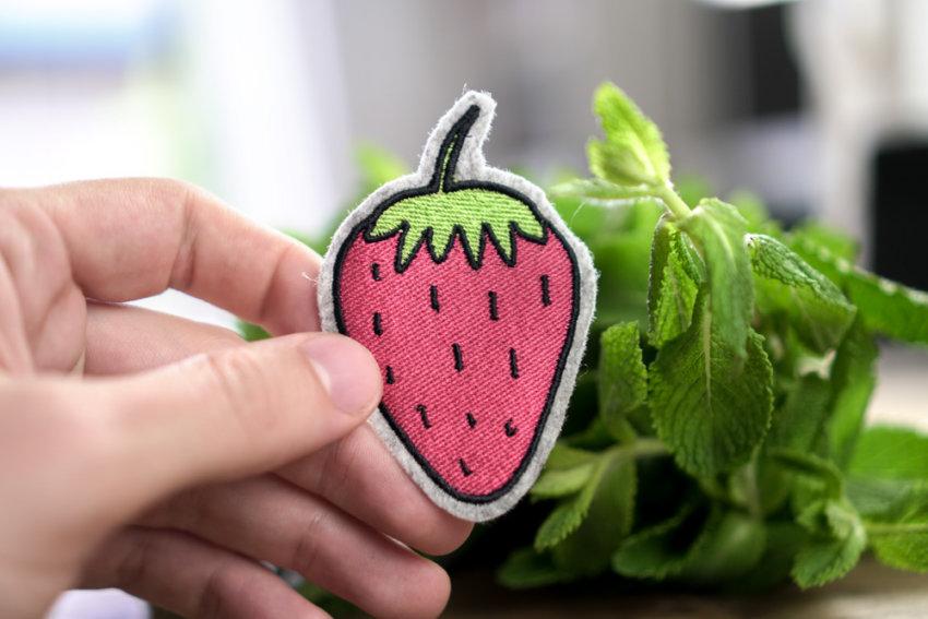 machine-embroidery-design-strawberry