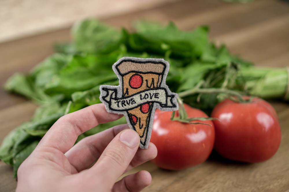 "Stickdatei Pizza kaufen und herunterladen Pizza - 2017 05 makema embroidery design stickdatei herunterladen 23 pizza true love - Pizza ""True Love"""