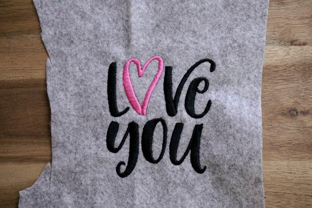 2017-05-makema-embroidery-design-stickdatei-herunterladen-calligraphy-00006-love-you