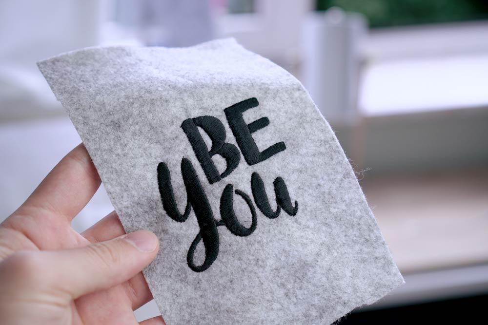 2017-05-makema-embroidery-design-stickdatei-herunterladen-calligraphy-00010-be-you