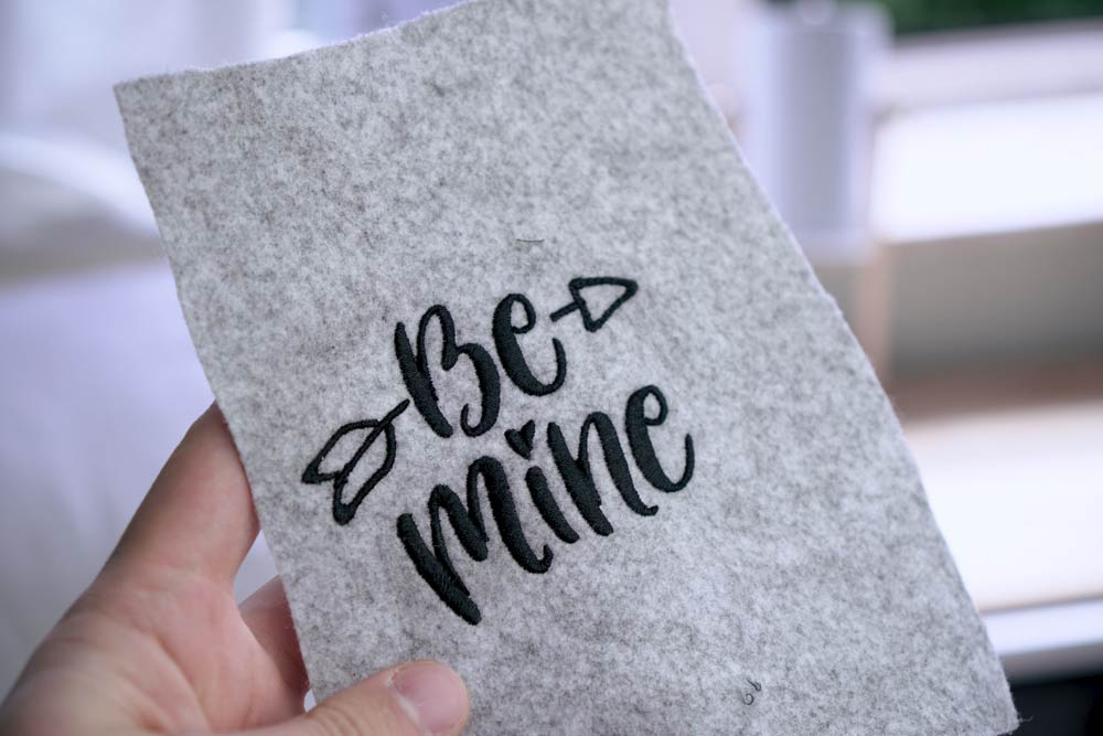 "Be Mine Schriftzug als Stickdatei herunterladen, handlettering be mine - 2017 05 makema embroidery design stickdatei herunterladen calligraphy 00012 be mine - Schriftzug ""Be mine"""