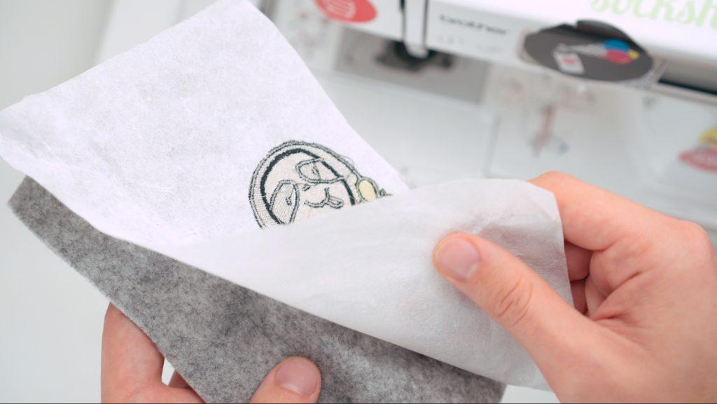 Tipps für Stickmaschine: Reißvlies gibt es auf großen Rollen günstiger. tipps für stickmaschine 10 geheime Tipps für Stickmaschine 10 geheime tricks f  r stickmaschinen 03 1024x577