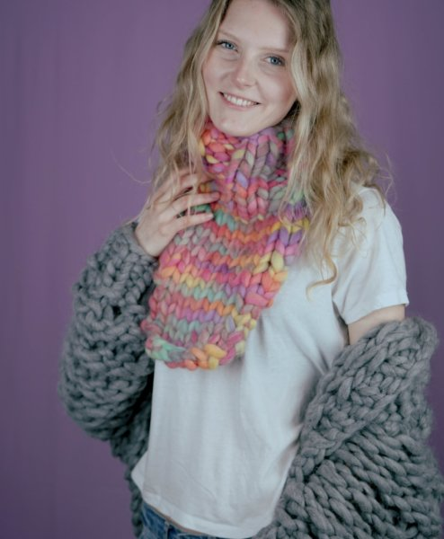 loopf - carolin schwarberg makema strickanleitungen smilla loopf 494x600 - XL-YARN Loopf Multicolor