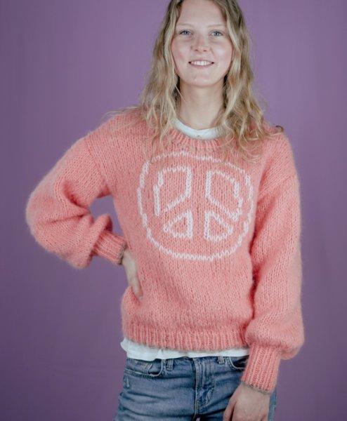 """Strickanleitung: Pullover """"PINK PEACE"""" von Carolin Schwarberg  - carolin schwarberg makema strickanleitungen hoch 00015 494x600 - Pullover »PINK PEACE«"""