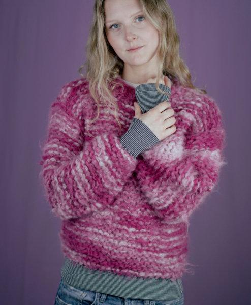 Pullover stricken mit Bündchen von PRYM  - carolin schwarberg makema strickanleitungen hoch 00052 494x600 - Pullover »PINK CLOUDS«