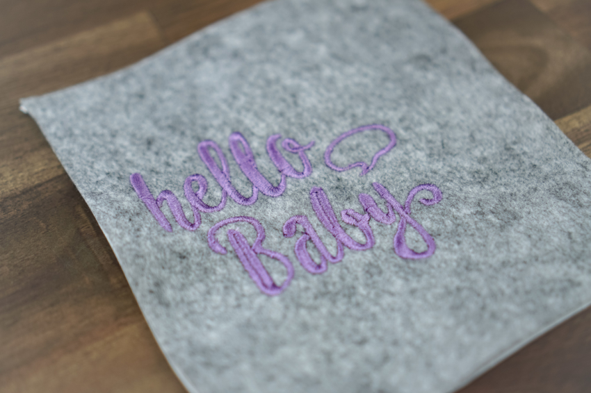 machine embroidery design maternity pass »hello baby«