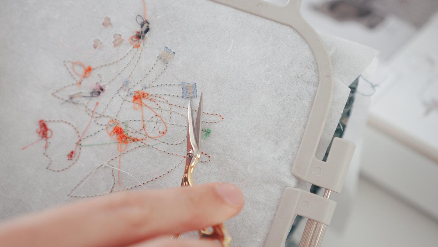 Applikation sticken mit der Stickmaschine: Satinstich wird zu Fransen applikation sticken mit der stickmaschine Applikation sticken mit der Stickmaschine applikation sticken