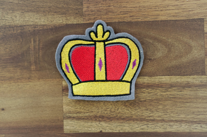 embroidery design crown application example