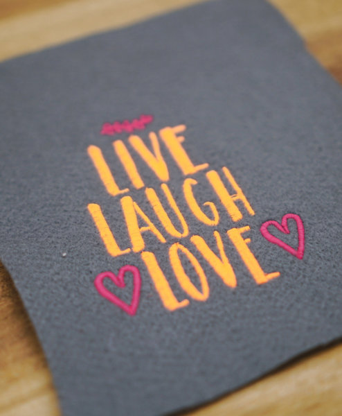 Stickdatei auf Stoff und Liebe stickdatei live laugh love ❤️ »LIVE LAUGH LOVE« stickdatei live laugh love 02 494x600