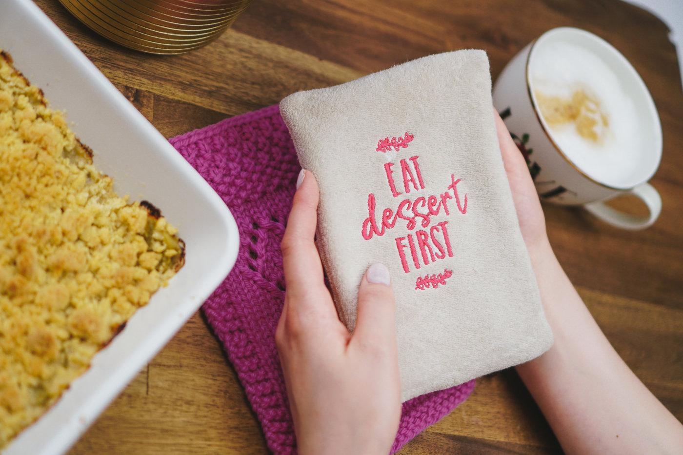 eat dessert first servietten besticken strickanleitung schnittmuster stickdateien. Black Bedroom Furniture Sets. Home Design Ideas