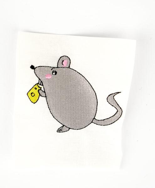 Stickdatei Maus mit Käse stickdatei maus käse Maus mit Käse stickdatei maus kase 01 494x600