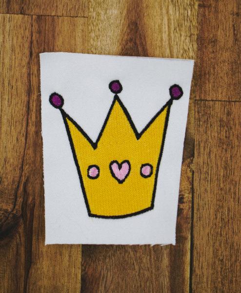 Stickdatei Krone Prinzessin (Anwendungsbeispiel) stickdatei krone Prinzessinnen-Krone 👑 stickdatei prinzessin krone 01 494x600