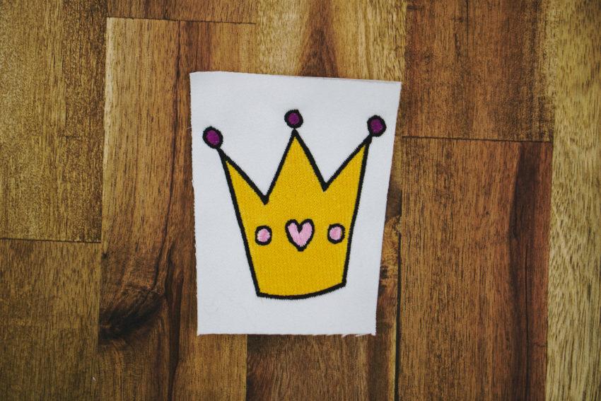 Stickdatei Krone Prinzessin (Anwendungsbeispiel)