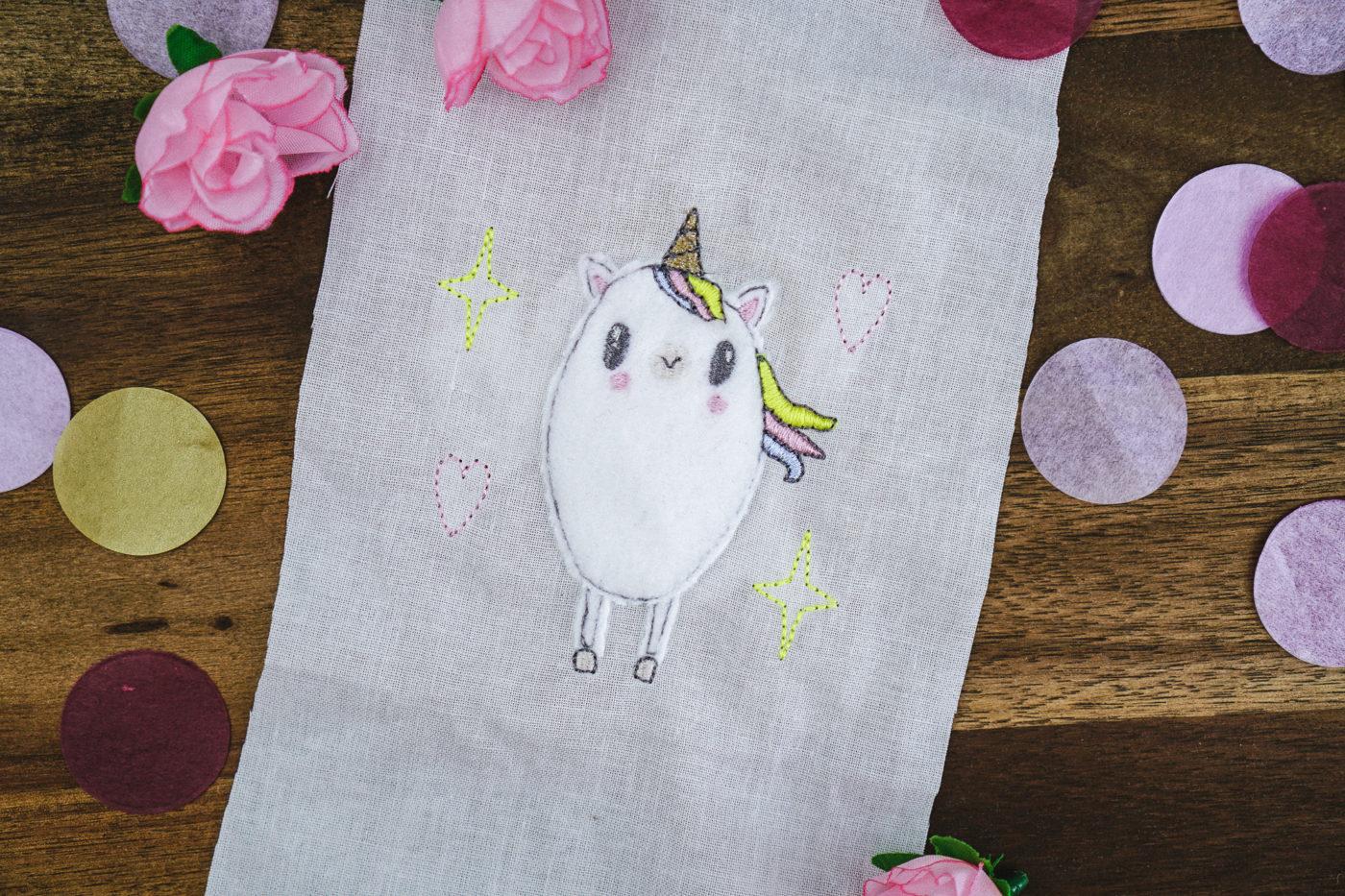Stickdatei Einhorn Fluffie einhorn applikation »Shiny Rainbow Shower« 🦄 by Fluffie&Fans stickdatei einhorn fluffie 03 1400x933