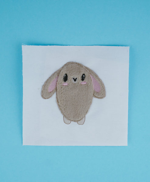 Applikation Hase / Häschen (Anwendungsbeispiel) bunny applique bunny applique stickdatei hase applikation fluffie 01 494x600