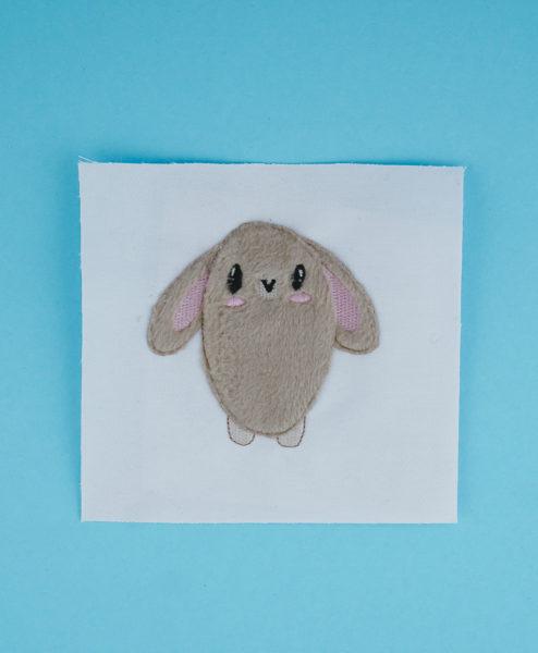 Applikation Hase / Häschen (Anwendungsbeispiel) hase applikation »Bunny« 🐰 by Fluffie&Fans stickdatei hase applikation fluffie 01 494x600