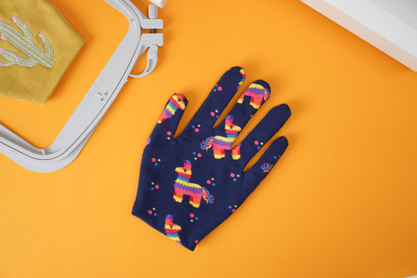 Anwendungsbeispiel Handschuh sticken