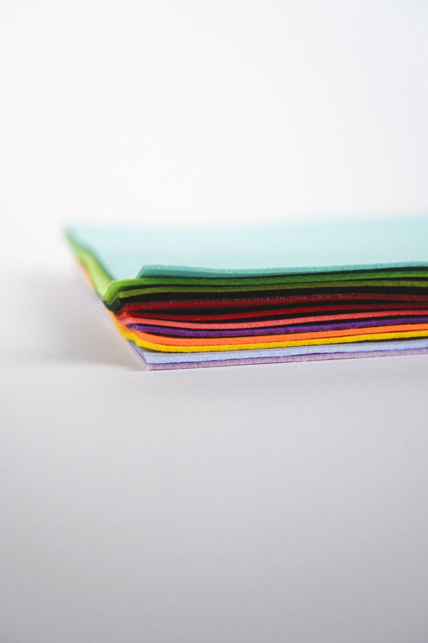 Regenbogenfarben Stickfilz